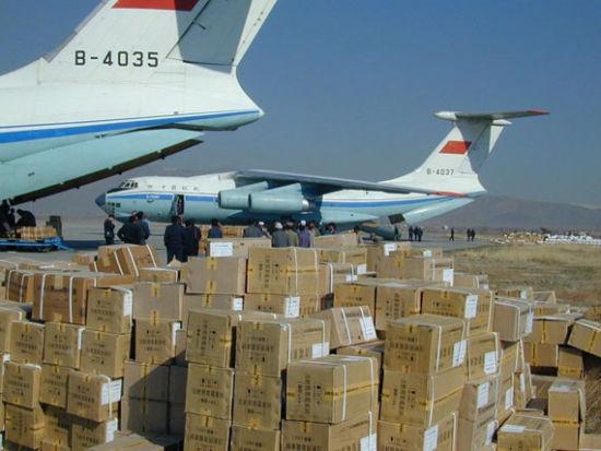 中國空軍出動伊爾76運輸機向巴基斯坦運送救援物資(圖)