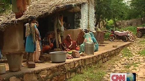 """在印度西北部巴拉特普尔小镇,镇中几乎所有妇女都不能逃脱""""性奴""""的命运。"""