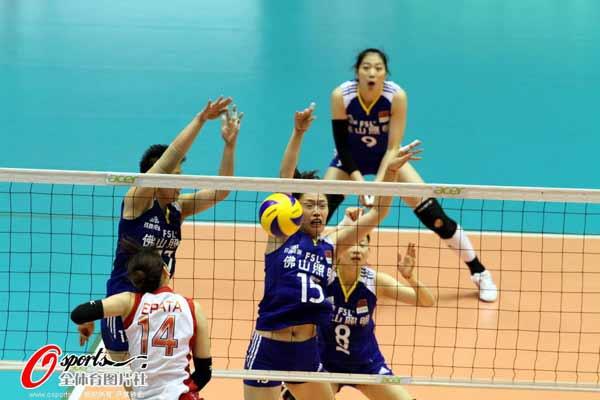 图文:中国女排获亚锦赛冠军 中国队双人拦网