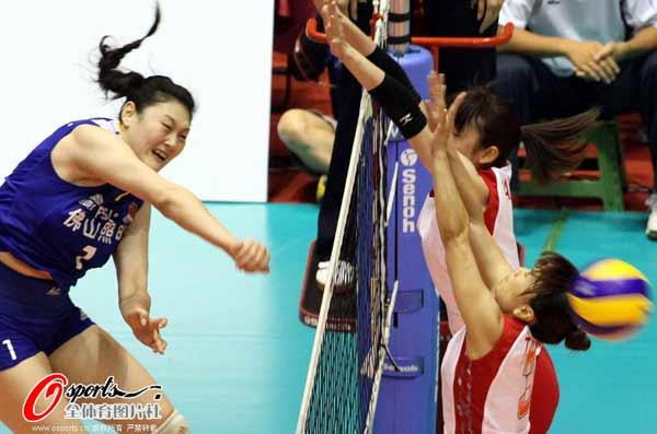 图文:中国女排获亚锦赛冠军 王一梅秀发飞扬