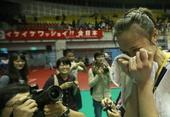 图文:女排亚锦赛中国队夺冠 惠若琪泪流满面