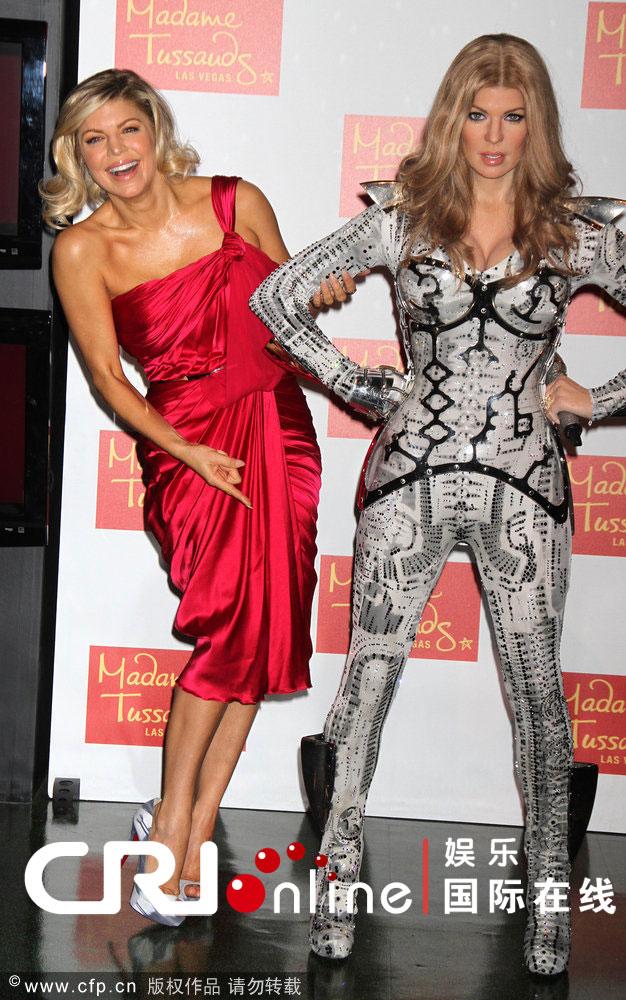 杜莎夫人蜡像馆展出黑眼豆豆主唱菲姬Fergie的蜡像,菲姬本人到场助阵