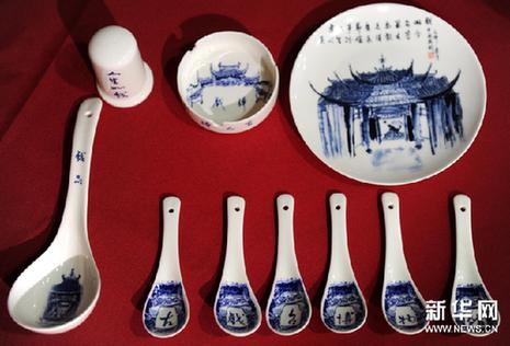 这是 搬 上陶瓷餐具的 古戏台博物馆 9月22日摄 新华网图...