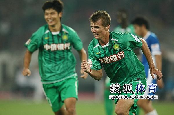 图文:[中超]北京3-0河南 乔尔欣喜