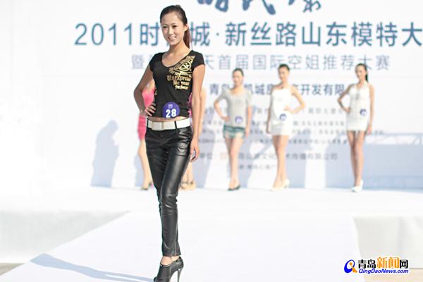 新丝路山东模特大赛暨首届国际空姐推荐大赛在心海广场举行.