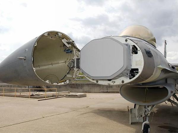 日�z(�9/d�f_2010年7月30日,美国空军一架f-16d型战斗教练机搭载雷神公司的racr