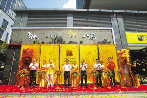 近日,八马全新形象的品牌专营店正式开业。
