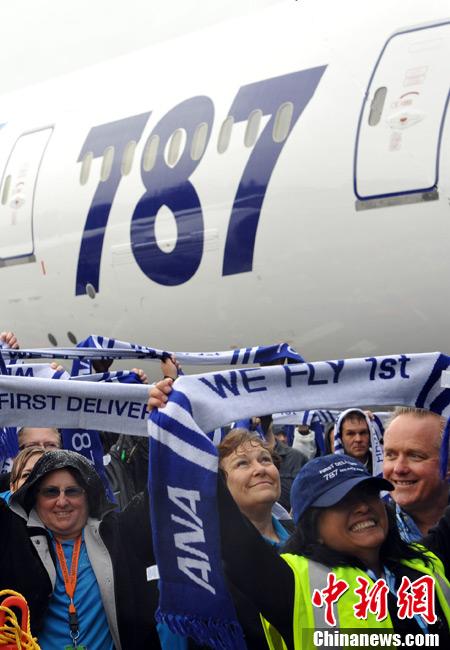 """全球首架波音787""""梦幻客机""""交付使用"""