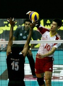 图文:男排亚锦赛中国队晋级四强 陈平飞得更高