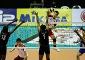 图文:男排亚锦赛中国队晋级四强 崔建军有气势