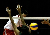 图文:男排亚锦赛中国队晋级四强 张晨网前扣杀