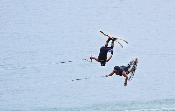 图文:水上极速运动滑水精彩凌空翻转中国木兰拳第二路图片