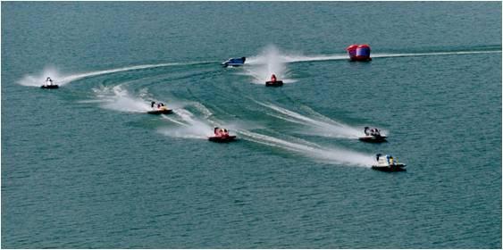 图文:水上极速运动之F1摩托艇 体验水上极速