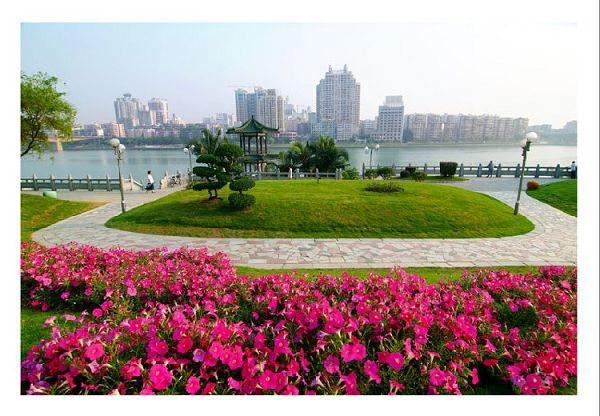 2011中國柳州上汽通用五菱杯世界水上極速運動大賽(IAC)將于2011年10月1日7日在柳州舉辦。柳州位于廣西中部,是中國西南著名的工業城市,同時也是一座風景優美的山水旅游城市和水上運動賽事明星城市。圖為柳州美麗風光。 (責任編輯:王燕芳)