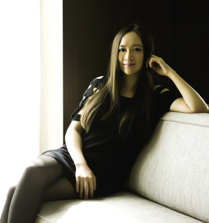 华裔艺术珠宝设计师Anna Hu