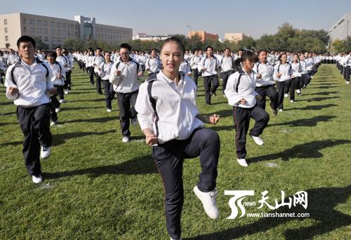 烏魯木齊市第101學生初中在跳健美操要軍訓入學中學嗎圖片