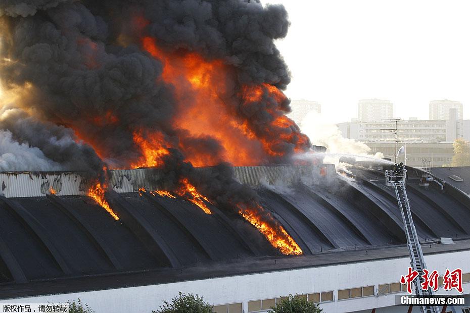 全国最大的激情网_欧洲最大私人体育馆发生火灾 正承办情色世界展览(组图)
