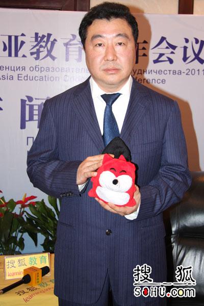 锡华集团董事长张杰庭