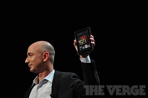贝索斯发布Kindle Fire(手机之家资讯中心配图)