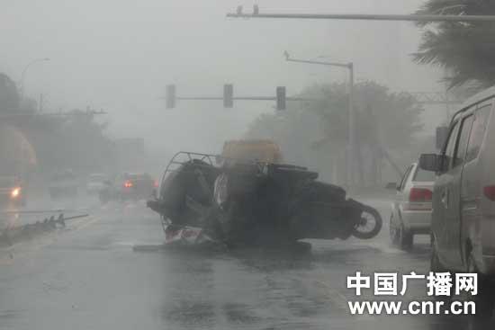 强台风纳沙登陆海南文昌(组图)
