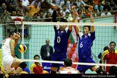 图文:男排1-3伊朗获亚军 陈平和梁春龙拦网