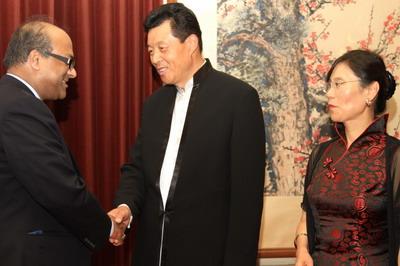 驻英国大使刘晓明举行建国62周年招待会(组图)