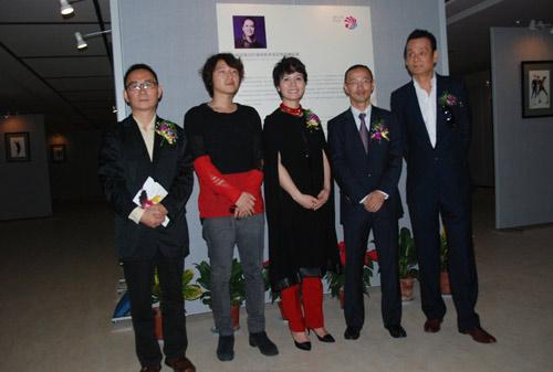 韩国名家大师服装设计手稿展在海宁举行