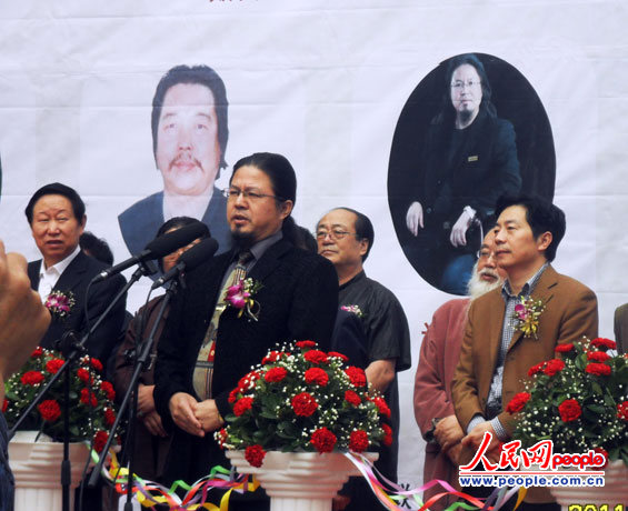 人民网9月30日电23日,庆祝建国62周年的中国书画名家作品展在万州开幕。展览由万州区委宣传部、文广新局、文联主办,为期一周时间,展出国内13位名家的200多件书画作品。