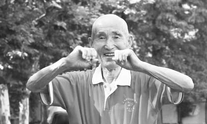 86岁的孙占科老人依然活跃在运动场