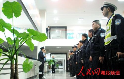 咸丰公安开展国庆安保集中统一行动
