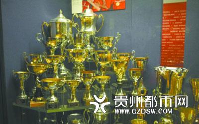 曼联赢得的一部分奖杯。