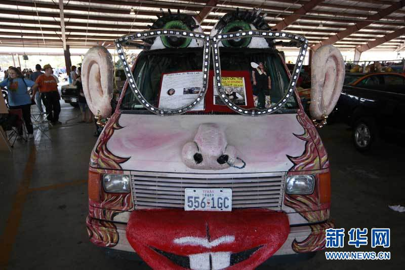 当日,休斯敦举行了一场主人汽车,被艺术打扮的奇形怪状的各种艺术车展悦达起亚kx3规格图片