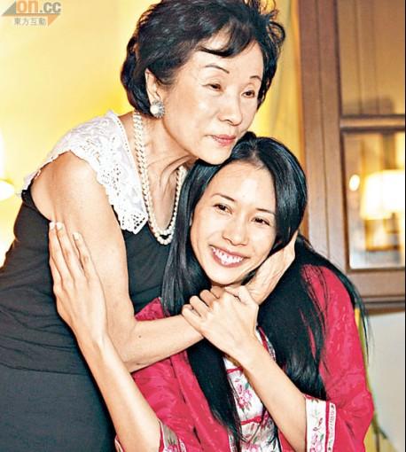 莫妈妈为女儿上头。