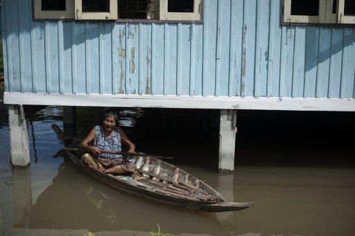 泰国最严重洪灾已经导致224人死亡,四分之三的国土受到洪水侵袭。