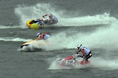 图文:F1摩托世锦赛柳州站落幕 立式竞速赛