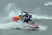 图文:F1摩托世锦赛柳州站落幕 女子立式竞速