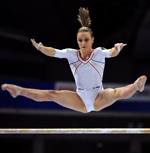 罗马尼亚体操队_图文:2011体操世锦赛开赛 罗马尼亚名将安娜