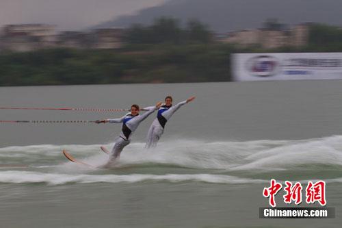 中新网10月7日电7日,中美滑水明星对抗赛事完美谢幕,中国以总成绩1579.29分的比分队获得团体优胜奖。