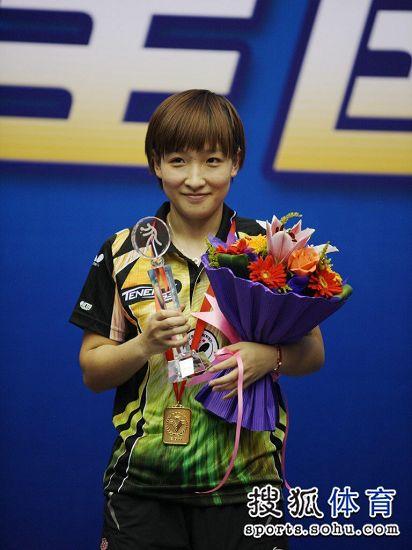 图文:[乒乓球]全锦赛单打收官 刘诗雯甜美笑容