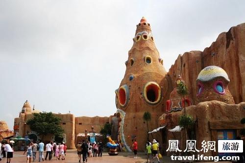 庆典世界由40多种游乐设施和一座综合野生动物园构成,并且随着不同