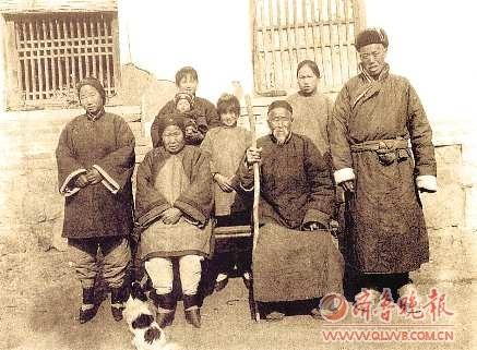 20年代照片_这是上世纪20年代胶东一个普通农村家庭的全家福.