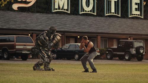 休-杰克曼教机器人拳击的情节是全片最热血的段落之一