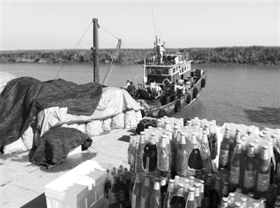 辽宁东港市一撮毛码头,中国边贸船装卸朝鲜货物。冷国权被指证于2008年在此向朝鲜人购买毒品。本报记者 陈宁一 摄