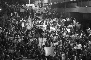 纵火投石混战 埃及又爆骚乱