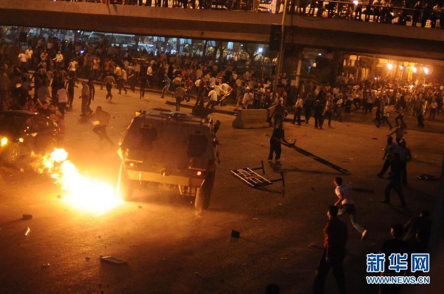 埃及抗议者与军警发生冲突(组图)