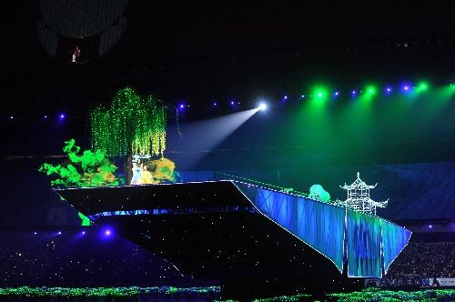 图文:全国残疾人运动会开幕式 船形舞台
