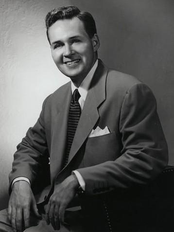 1956年,摩托罗拉创始人保罗·加尔文之子罗伯特·加尔文(Robert W. Galvin)担任公司总裁