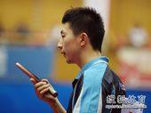 图文:[乒乓球]全锦赛男团决赛 马龙思考对策