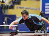图文:[乒乓球]全锦赛男团决赛 侯英超网前回球