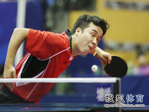 图文:[乒乓球]全锦赛男团决赛 尚坤发球